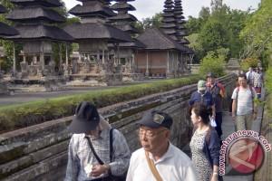 """Ribuan wisatawan Tiongkok """"serbu"""" Bali"""