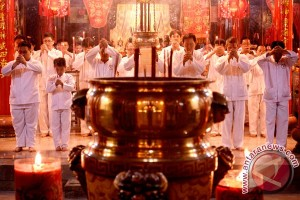 Warga Tionghoa Pontianak antusias sembahyang di klenteng