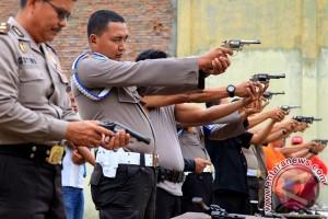 Polisi Latihan Menembak