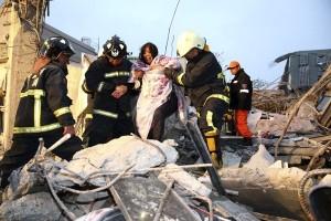 130 orang masih terjebak di reruntuhan usai gempa Taiwan