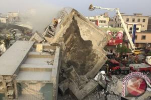 Apartemen di Mesir miring, sentuh bangunan lain