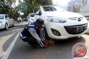 Gembok Mobil Pelanggar