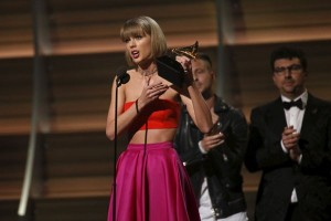 Taylor Swift - Tom Hiddleston pergi ke Australia