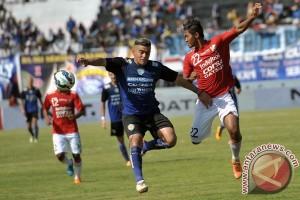Arema tundukkan Bali United 3-1