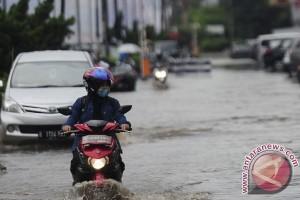 Parkiran Tergenang Akibat Hujan Deras