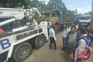 Dishubtrans DKI bantu evakuasi truk-truk di kawasan Kalijodo