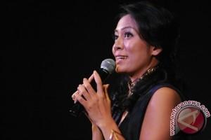 Dee enggan didikte kritik dan pujian dalam berkarya