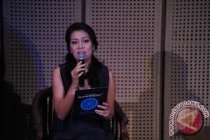 Tips menulis dari Dewi Lestari