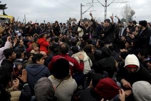 Air mata bercucuran saat Paus kunjungi garis depan migran di Eropa