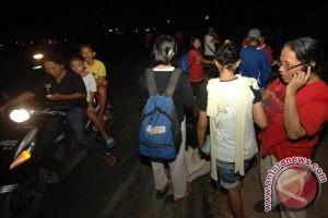 Warga Padang berhamburan akibat gempa