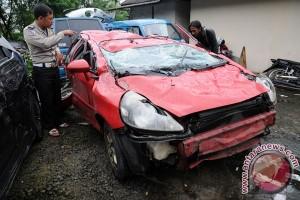 Mobil terjun dari parkir Depok Town Center, dua tewas