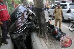 Polisi : pengemudi mobil jatuh mengaku hilang kendali