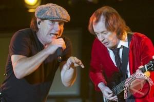 Konser band AC/DC urung gara-gara vokalis terancam tuli
