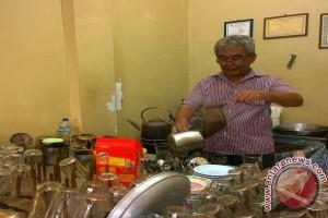 Kedai kopi Ake dan ketel tembaga warisan kakek