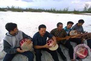 Menebar benih kesenian Dambus di hati muda-mudi Bangka Belitung