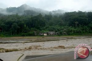 Banjir bandang terjang desa-desa di Tulungagung
