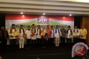 Yusril-Sandiaga dianugerahi anggota kehormatan Forum Pemuda Betawi