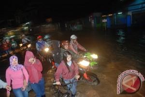 Banjir mulai menggenangi jalur selatan Jabar