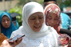 Air mata sang menteri di makam balita LN