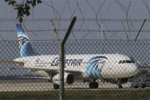 Egypt Air yang dibajak berisi 81 orang