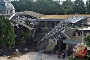 Ribuan ruang kelas sekolah di Karawang rusak