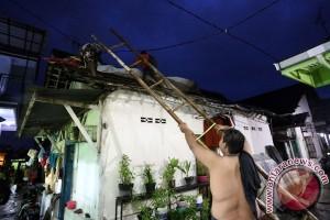 Puting beliung rusak ratusan rumah di Sukabumi