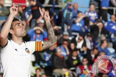 Barcelona resmi dapatkan Alcacer