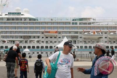 Thousands of tourists visit Sabang, Aceh