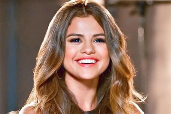 Selena Gomez Bocorkan Lagu Baru
