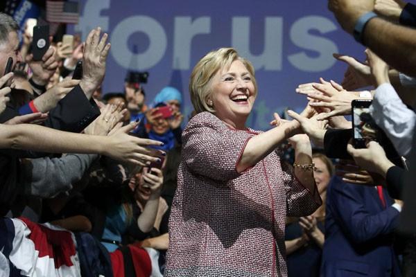 Hillary Clinton Unggul Dalam Survei Pemilih Awal