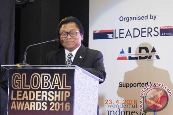 Oesman Sapta diganjar Leadership Award oleh Malaysia