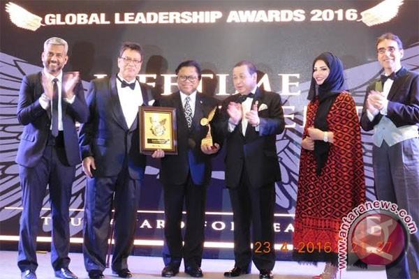 Oesman Sapta kaget dianugerahi Leadership Award oleh Malaysia