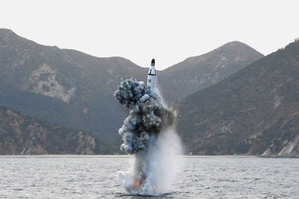 Meluncur sejauh 700 km, rudal Korut jatuh di Laut Jepang