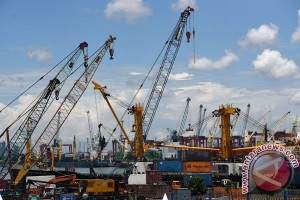 Fighting inefficiency, illegal levies to cut dwelling time in Indonesian seaport