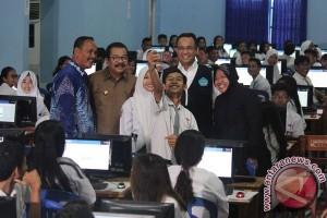 Mendikbud tinjau UNBK hari pertama di Surabaya