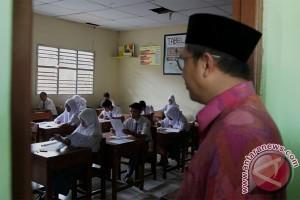 Menag tinjau pelaksanaan UN di madrasah swasta
