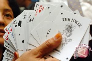 Kedapatan berjudi, empat ibu rumah tangga diamankan polisi