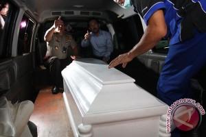 Ribuan orang iringi mobil jenazah gubernur Kepulauan Riau
