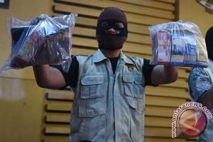 KPK tangkap tangan pejabat