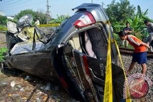 KA Argo Lawu tabrak mobil, satu orang luka berat