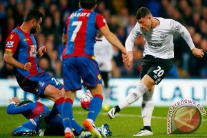 10 pemain Everton ditahan Crystal Palace 0-0