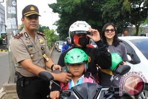 MPMX dan Forwot bagikan helm anak gratis di Jakarta Timur