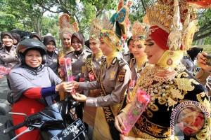Polwan Berpakaian Adat Aceh