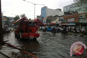 Semalaman diguyur hujan, genangan landa sejumlah titik Jakarta