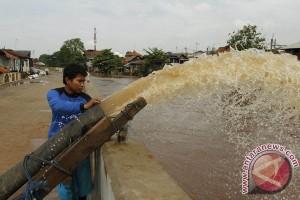 Bogor hujan lintasan Sungai Ciliwung siaga 4