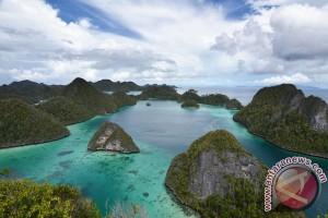 Kapal angkut wisatawan tabrak karang di Raja Ampat