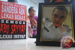 Keluarga sambut eks sandera Abu Sayyaf di Bandara Adi Soemarmo