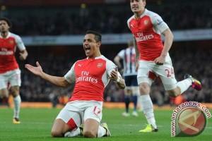 Babak pertama, Arsenal tiga kali bobol gawang Watford