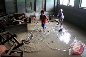Hujan terus-terusan membuat beberapa permukiman di Bekasi banjir
