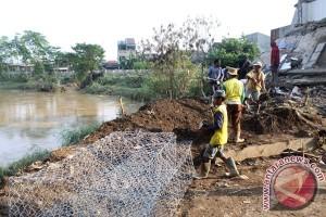 Bekasi fokus tangani dua lokasi banjir